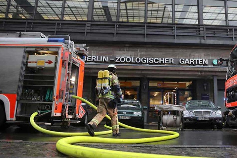Am Sonntag musste die Feuerwehr am Bahnhof Zoo anrücken.