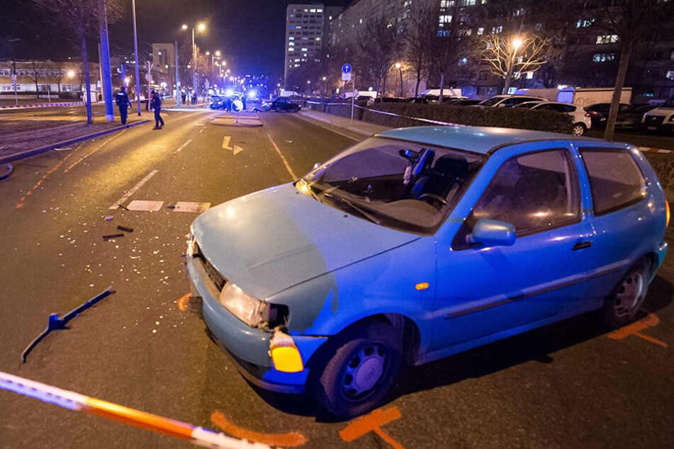 Zuerst stieß der Streifenwagen mit diesem VW Polo zusammen.