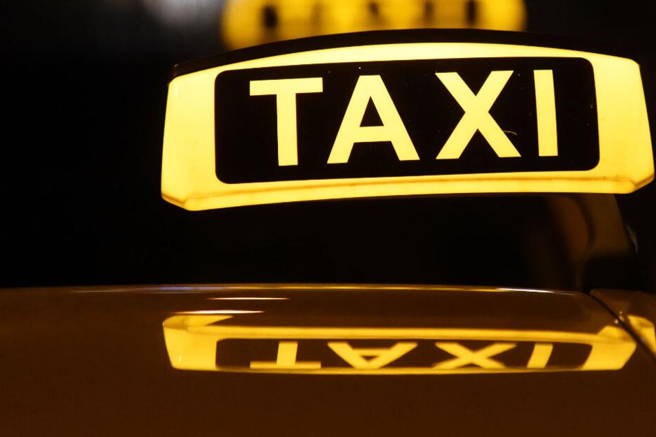 Ein Taxifahrer wurde in München von zwei Männern überfallen. (Symbolbild)