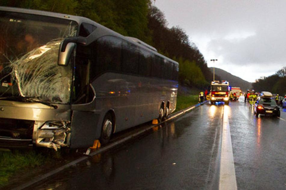In zwei Reisebussen waren die Mannschaften auf dem Rückweg von einem Turnier unterwegs.