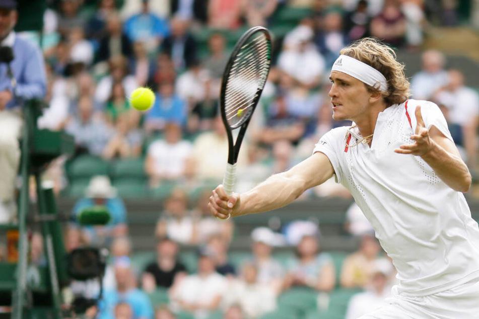 Alexander Zverev in Aktion beim Wimbledon-Turnier, wo er in der ersten Runde ausschied.
