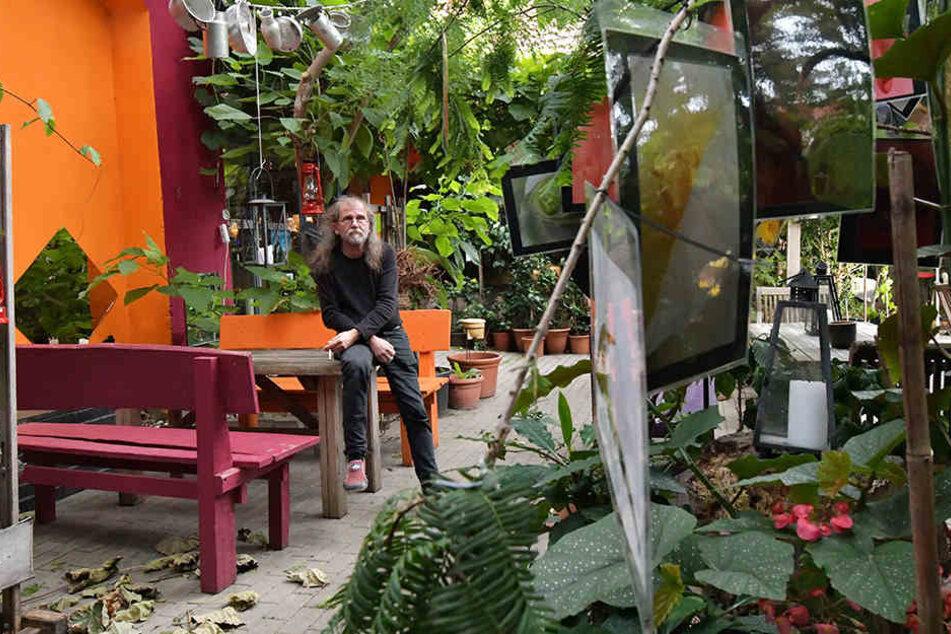 Künstler Uwe Piller in seinem Refugium, dem Kunsthof Gohlis.