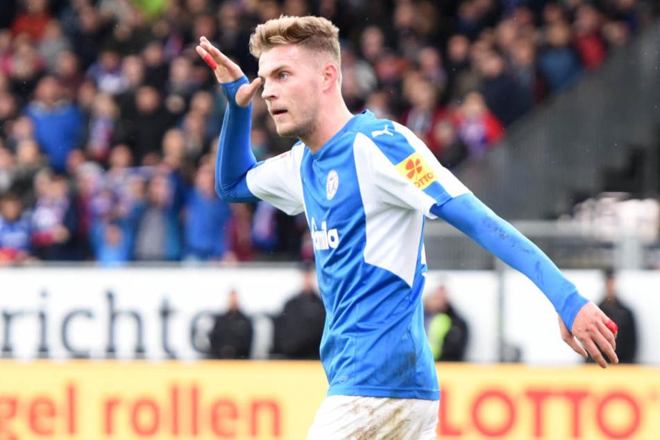 Marvin Ducksch feiert seinen Treffer zum 1:0 für Kiel.