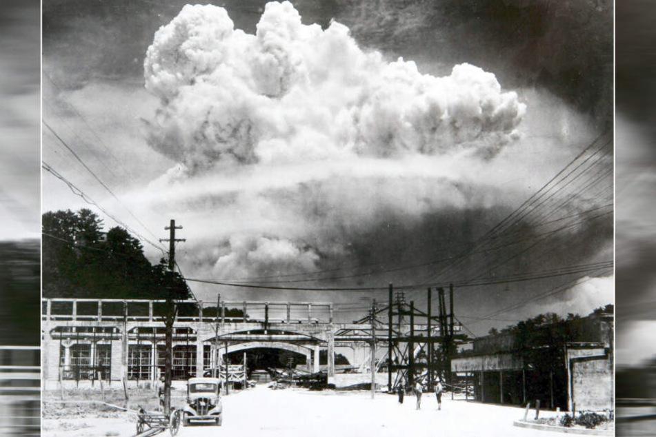 Nagasaki, 9. August 1945: Eine pilzförmige Rauchsäule steigt nach der Explosion der Atombombe in den Himmel. Drei Tage zuvor hatten die USA bereits Hiroshima durch eine Atombombe mit geringerer Sprengkraft verwüstet.