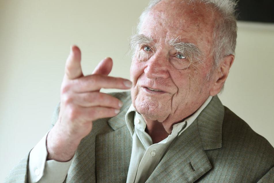 Martin Walser (91) outet sich erneut als großer Fan der Bundeskanzlerin.