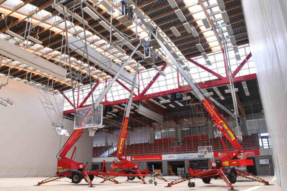 So sieht es derzeit in der Margon Arena aus. Die Dachbinder werden saniert.