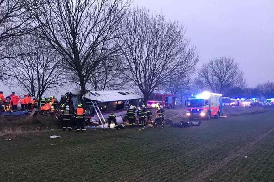 Bei dem Unfall kamen drei Menschen ums Leben, 30 wurden verletzt.