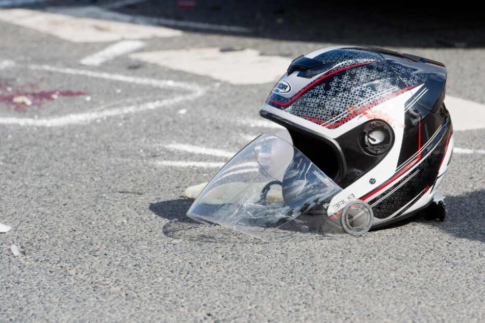Der 23-jährige Motorradfahrer starb noch am Unfallort. (Symbolbild)