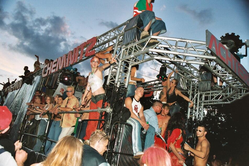 """Mit einem Chemnitz-Truck feierte der Club """"Achtermai"""" von 2001-2003 auf der Berliner """"Loveparade""""."""