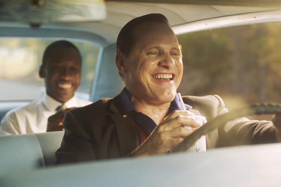 Tony Lip (r., Viggo Mortensen) und Dr. Don Shirley (l., Mahershala Ali) haben auf ihrem Roadtrip auch eine Menge Spaß.