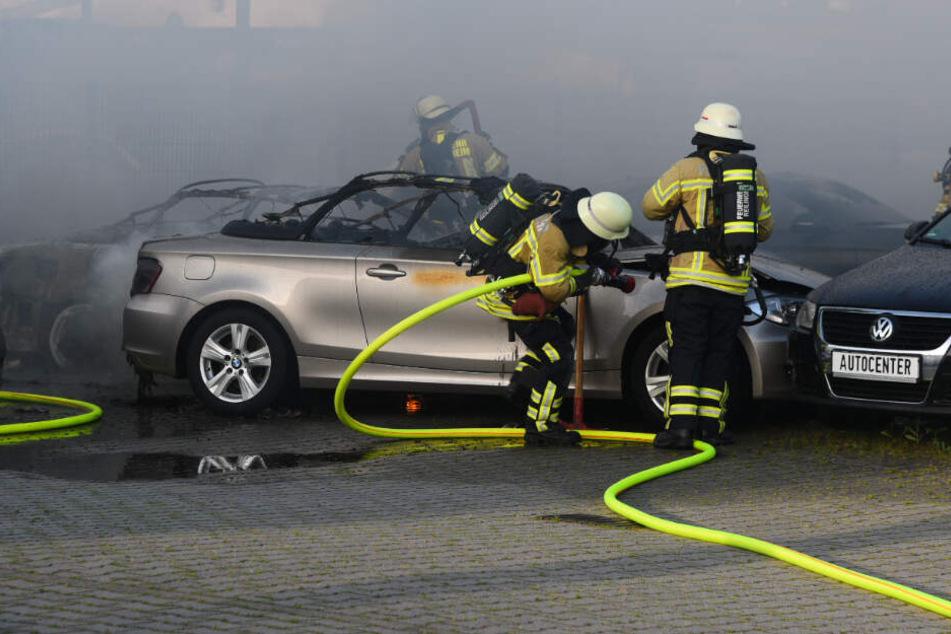 Die Feuerwehr ist mit über 40 Mann im Einsatz.