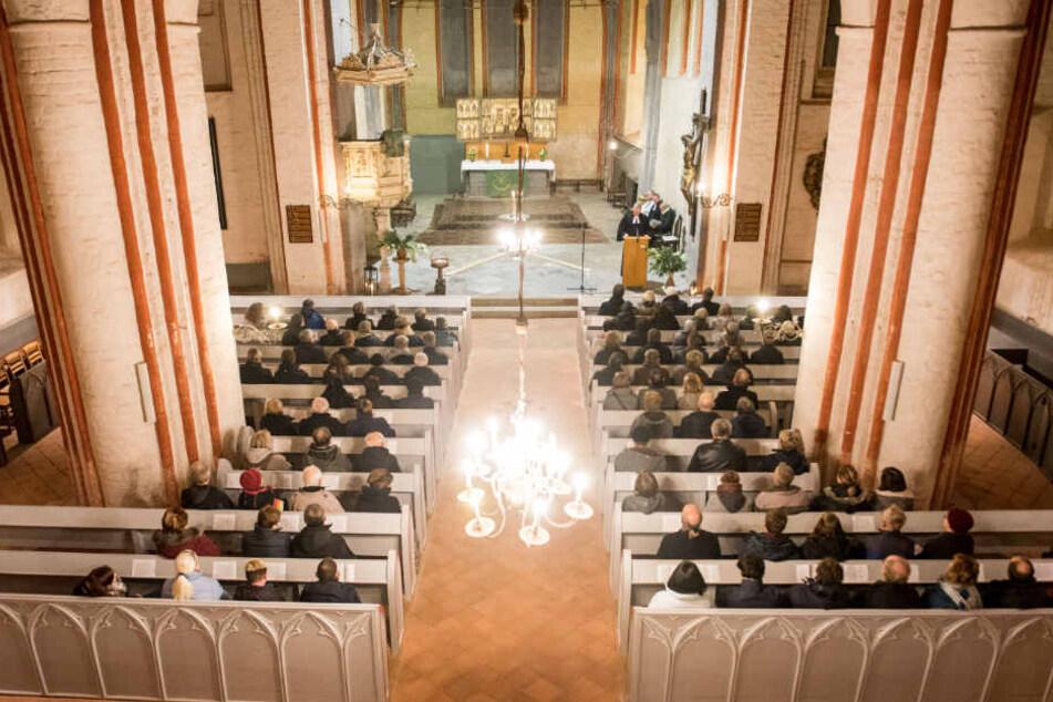 In der Bartholomäuskirche fand die Gedenkfeier für den ermordeten Rentner statt.