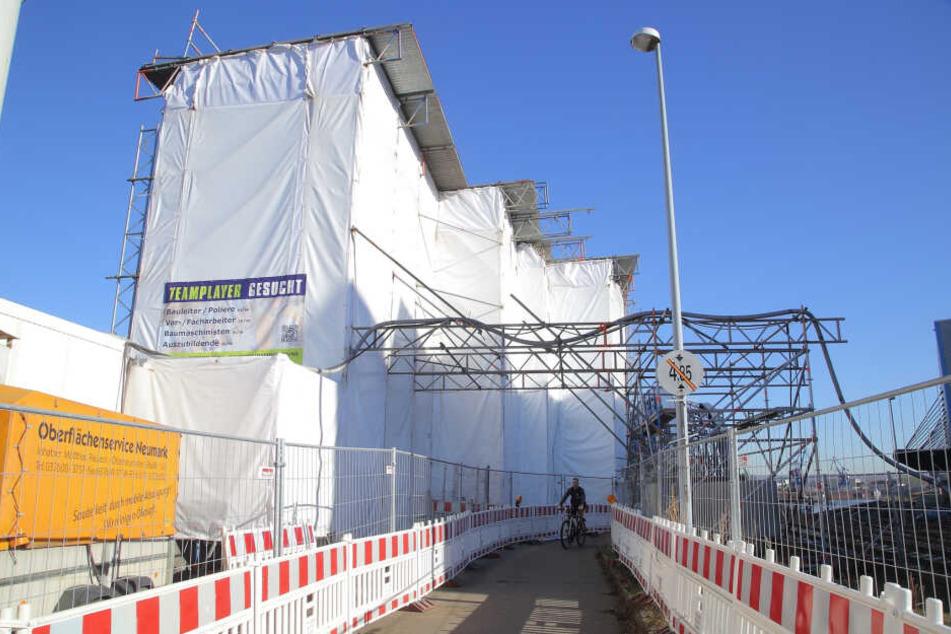 Die Instandsetzungsarbeiten an der Brücke über den Alberthafen sind die Generalprobe für die anstehenden Arbeiten am Blauen Wunder.