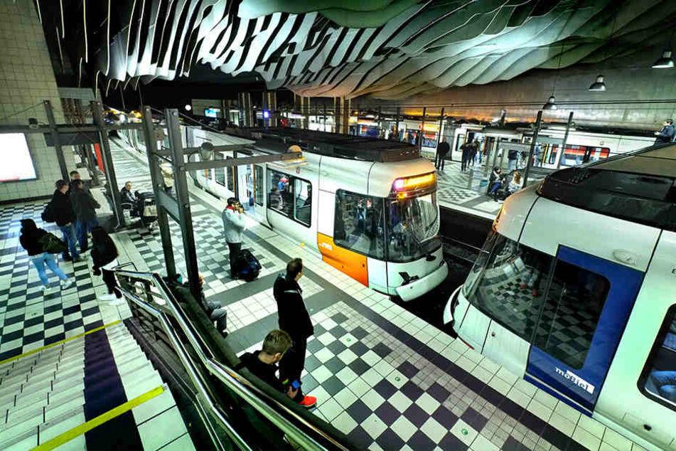 """Der Haltestelle """"Hauptbahnhof"""" musste komplett evakuiert werden."""
