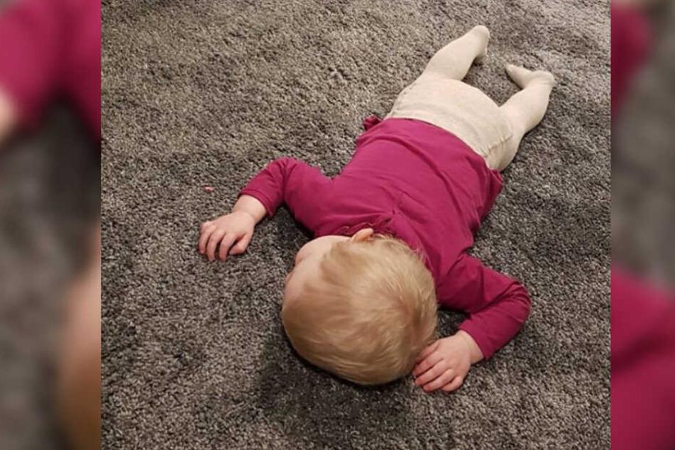 Töchterchen Mia Rose (1) scheint die Kraft nicht mehr bis ins Bett gereicht zu haben...