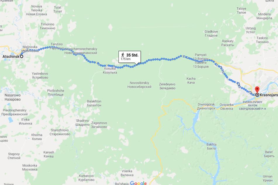 Laut Google Maps benötigt man als Mensch zu Fuß um die 35 Stunden, um von Achinsk nach Krasnojarsk zu gelangen.
