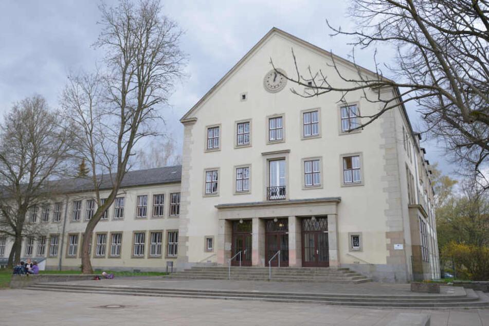 Die Annenschule liegt direkt im Chemnitzer Zentrum. In unmittelbarer Entfernung prügelten sich am Freitagmittag die Jugendlichen. (Archivbild)