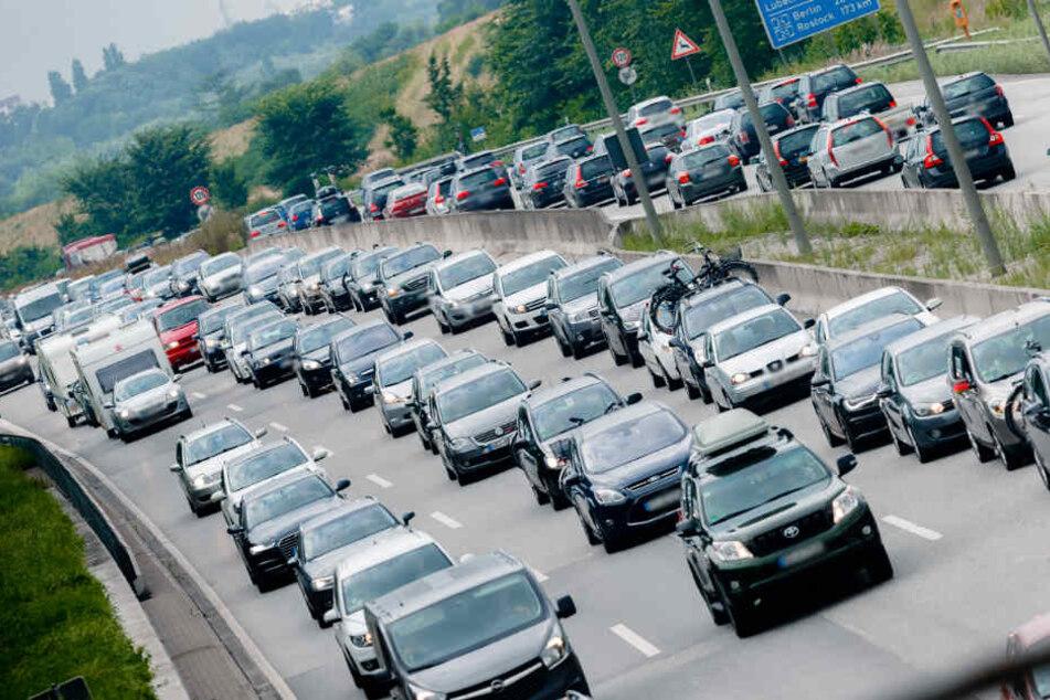 Auf den Autobahnen drohen Autofahrern lange Staus.