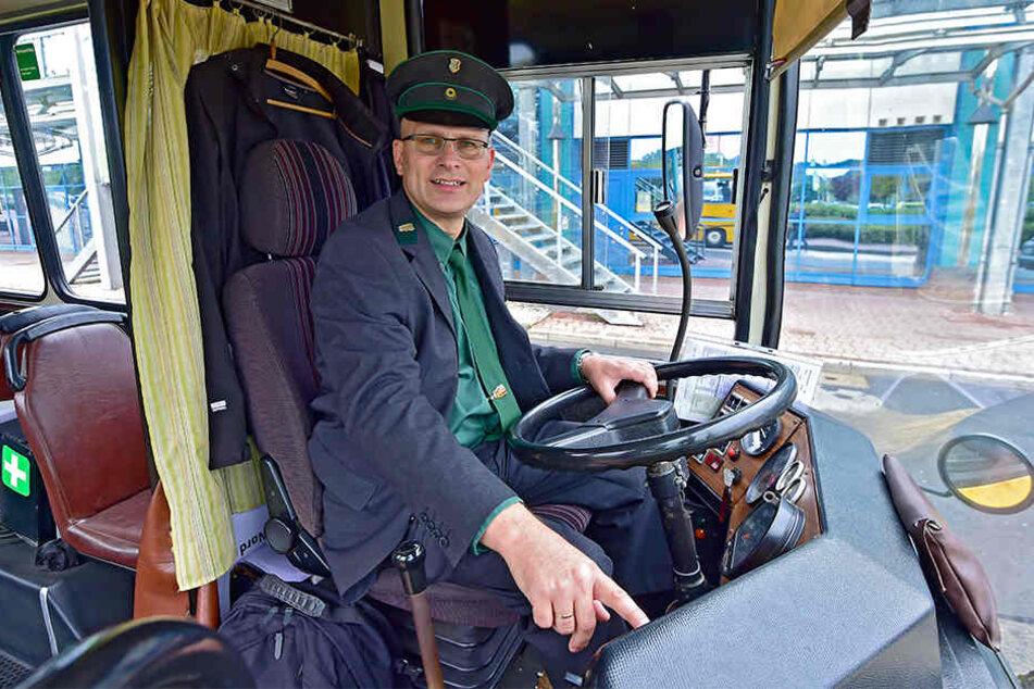 Ralf Großkopf (51), sonst bei der CVAG für Verkehrstechnik zuständig, setzte sich hinters Steuer des Ikarus-Gelenkbusses.