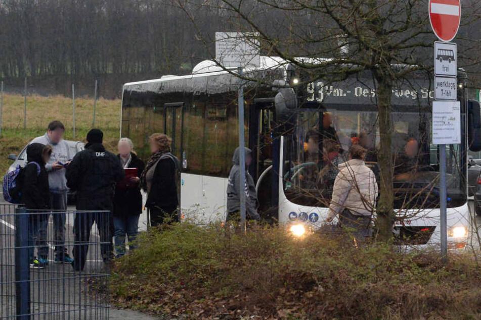Die Schüler wurden in Bussen untergebracht.