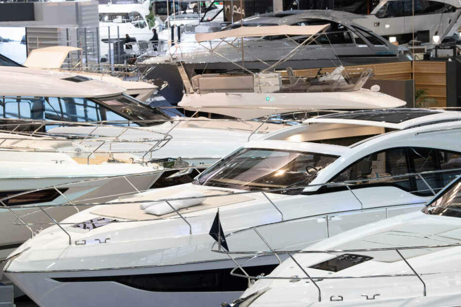 Luxuriöse Motoryachten auf der Boot 2020 in Düsseldorf.