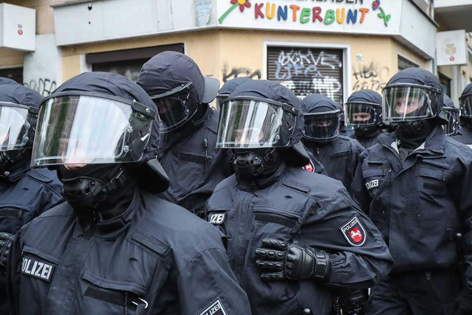 Flaschen flogen auf Polizisten bei Revolutionärer 1. Mai-Demo