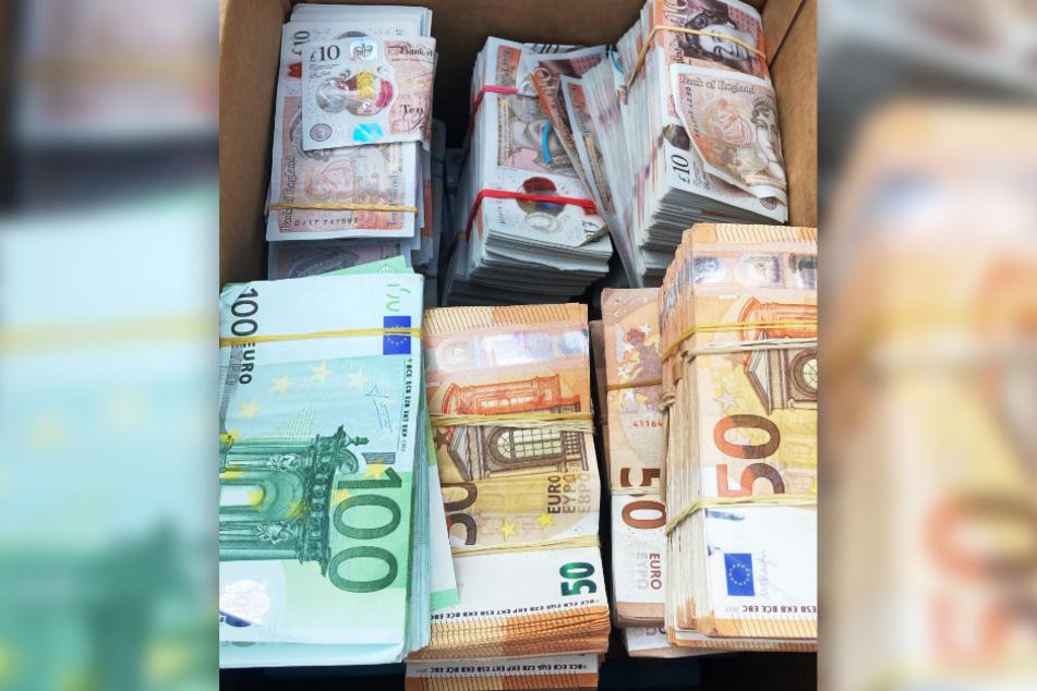 Das Bargeld in Höhe von über einer Million Euro wurde von den Zollbeamten sichergestellt.