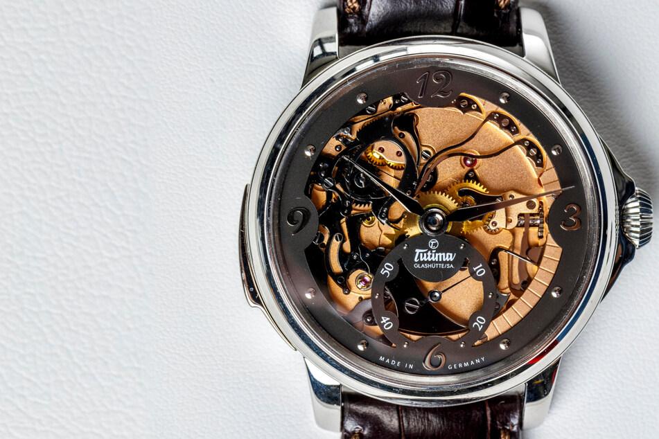 Sächsische Manufaktur entwickelt Uhr mit akustischer Zeitanzeige
