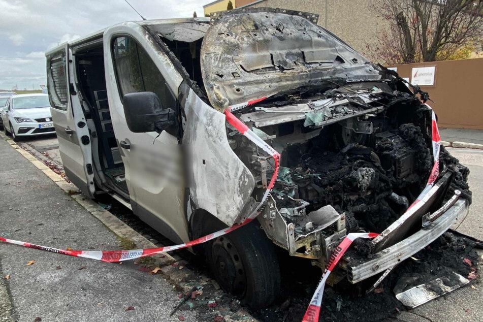 Sechs Fahrzeuge in einer Nacht angezündet: Polizei sucht Feuerteufel