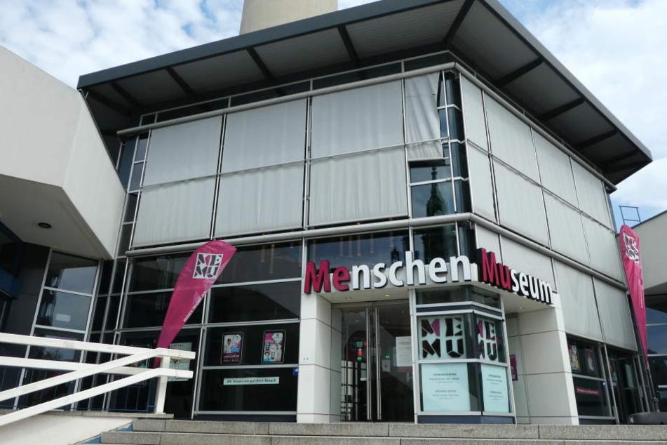 """Ob das Bezirksamt Mitte will oder nicht: Das """"Menschen Museum"""" bleibt geöffnet."""