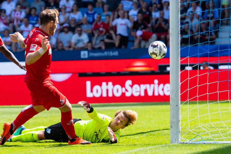 Nezugang Rafael Czichos (28) traf zum 0:2 für den 1. FC Köln.