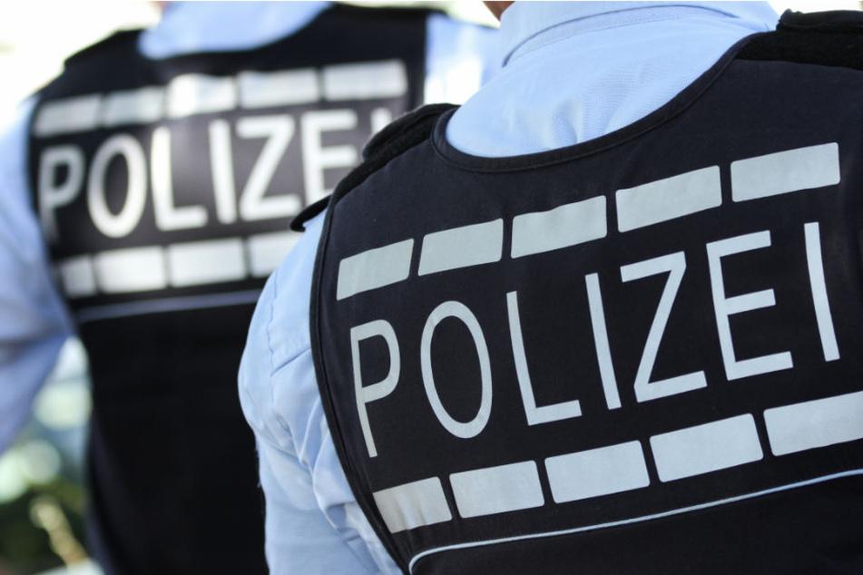 Als sich die zwei Personen als Polizisten zu erkennen gaben, machte der Betrüger die Biege. (Symbolbild)