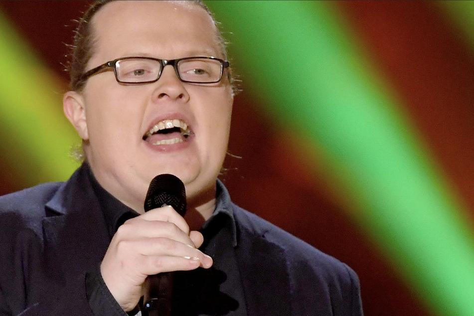 Angelo Kelly (39), berühmt geworden mit der Kelly Family, muss für den Auftritt zweier seiner Kinder bei einem Konzert in Dinslaken 500 Euro Bußgeld berappen.
