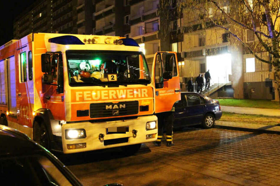 Feuerteufel schlägt wieder zu! Mehrfamilienhaus in Grünau in Flammen
