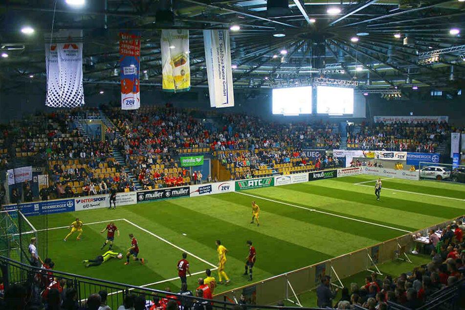 Das Kommen hat sich wirklich gelohnt: 3500 Zuschauer sahen in der Stadthalle 80 Tore