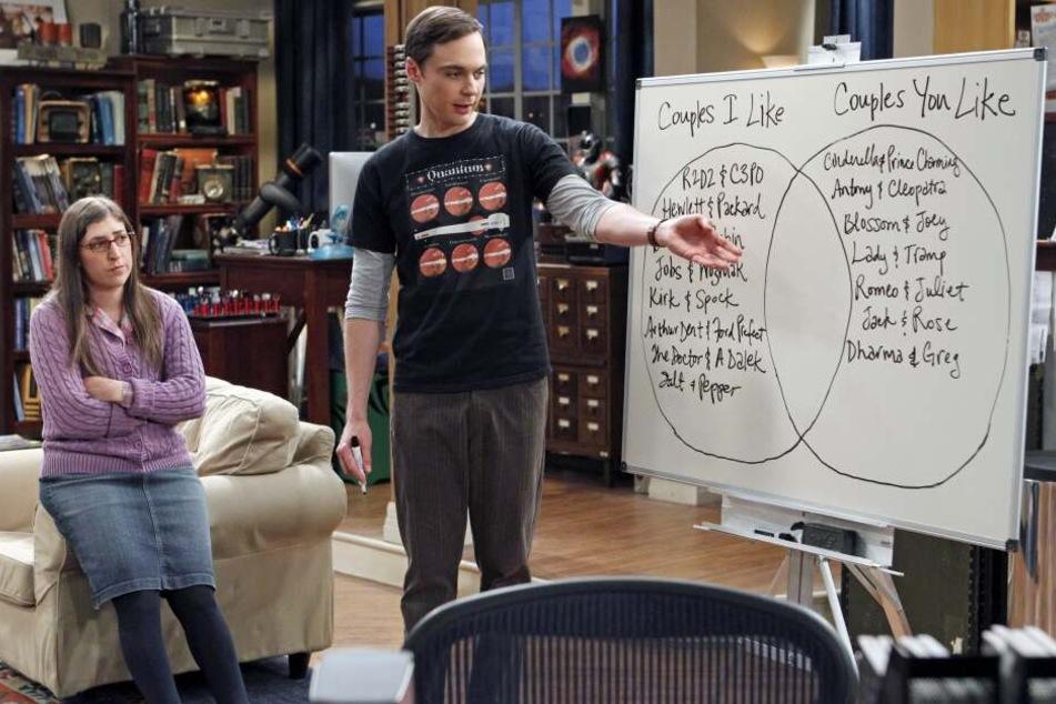 """Mayim Bialik (l) als Amy Farrah Fowler und Jim Parsons als Sheldon Cooper in einer Szene der Folge """"Holographisch erregt"""" aus """"The Big Bang Theory""""."""
