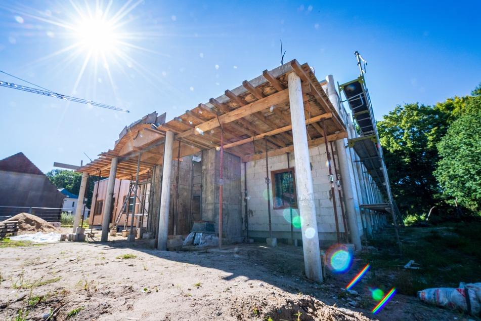 Der neue Tempel der Hindu-Gemeinde wird auf dem Grundstück der Bremer Heimstiftung gebaut. Seit Kuh Madel den Ort für gut befand, ist auf der Baustelle einiges passiert.