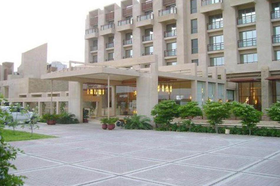 In der pakistanischen Großstadt Gwadar haben Bewaffnete das Pearl Continental Hotel gestürmt.