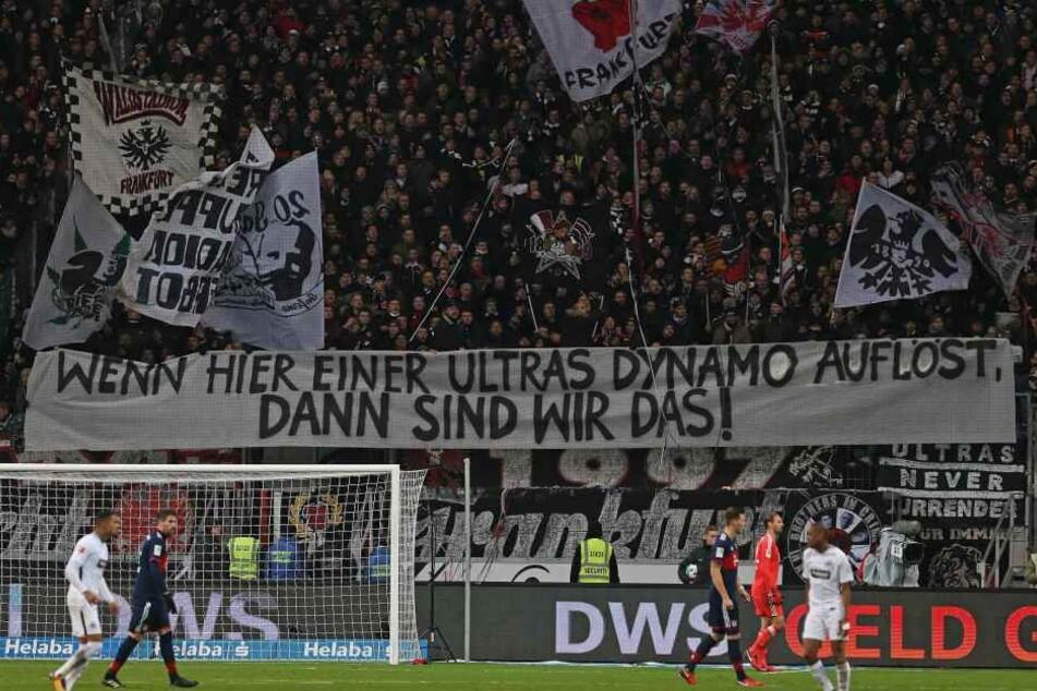Die Eintracht Frankfurt-Anhänger präsentierten dieses Banner.