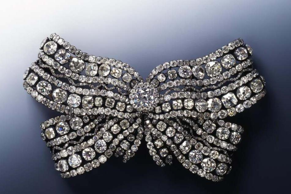 Reich besetzt mit Diamanten und Brillanten: Eines der verschwundenen Schmuckstücke