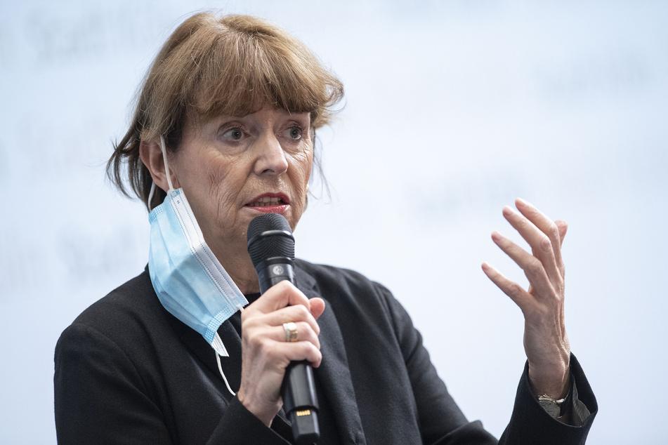 Auch Oberbürgermeisterin Henriette Reker (64) sprach am Freitag während des Treffens des Krisenstabs. Hier zu sehen auf einer Pressekonferenz im vergangenen Oktober.