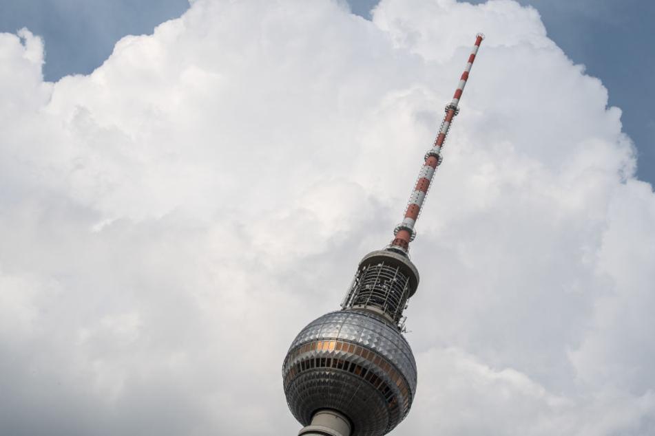 Auch auf dem Berliner Fernsehturm hängen UKW-Antennen.