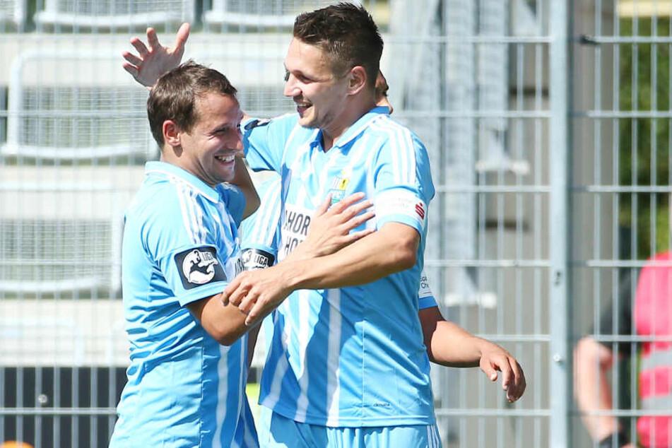 Anton Fink (l.) und Daniel Frahn erzielten zusammen 19 der 30 himmelblauen Treffer. Das Duo ist quasi die Lebensversicherung des Chemnitzer FC.