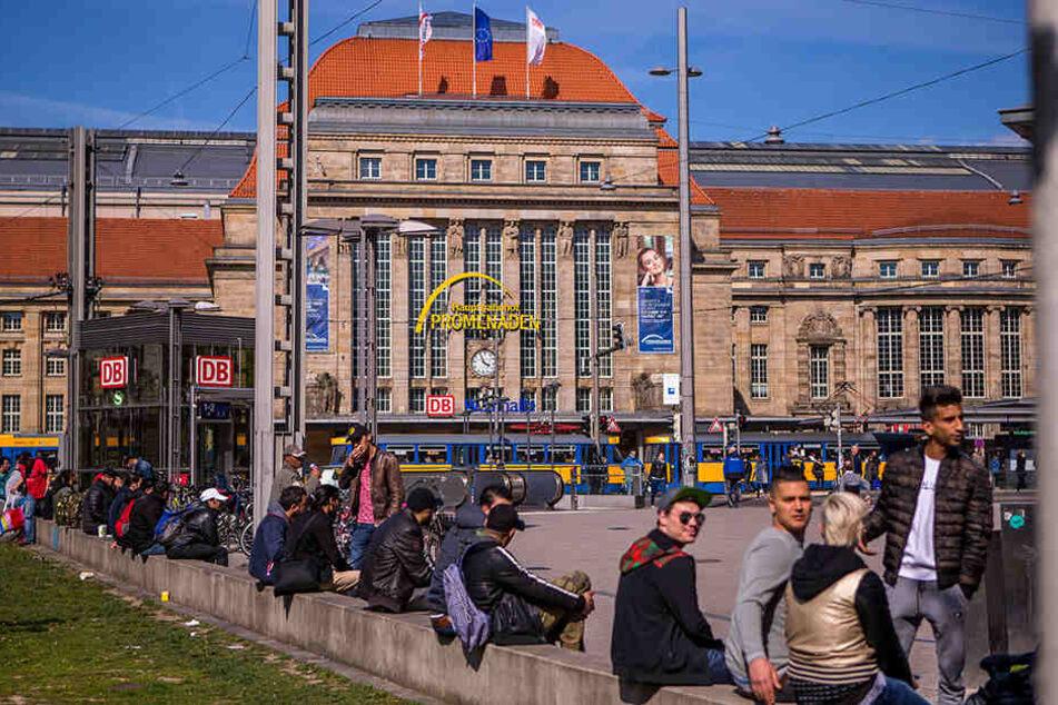 Der Kleine Willy-Brandt-Platz vor dem Hauptbahnhof - hier trifft sich auch die Dealer-Szene.