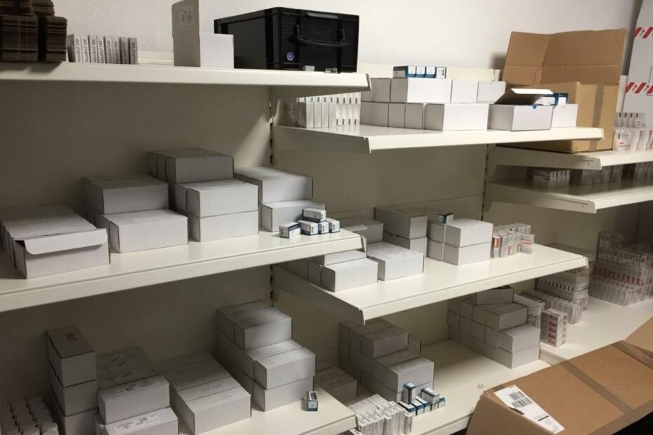 In zwei Lagern fanden die Beamten große Mengen an Steroiden und anderen Dopingmitteln.