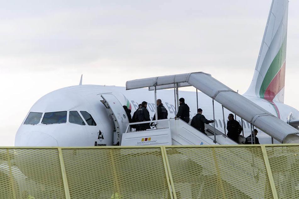 Manchmal verweigern Piloten oder Fluggesellschaften die Rückführungen.