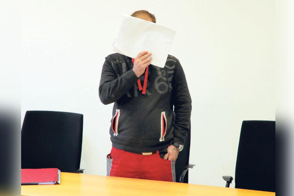 Johnny M. (31) musste sich am Mittwoch wegen Körperverletzung vor dem Chemnitzer Landgericht verantworten.