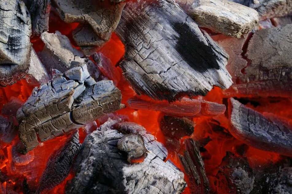 Die Kohle war noch nicht ganz erkaltet und sorgte deshalb für den Brand im Flüchtlingsheim.