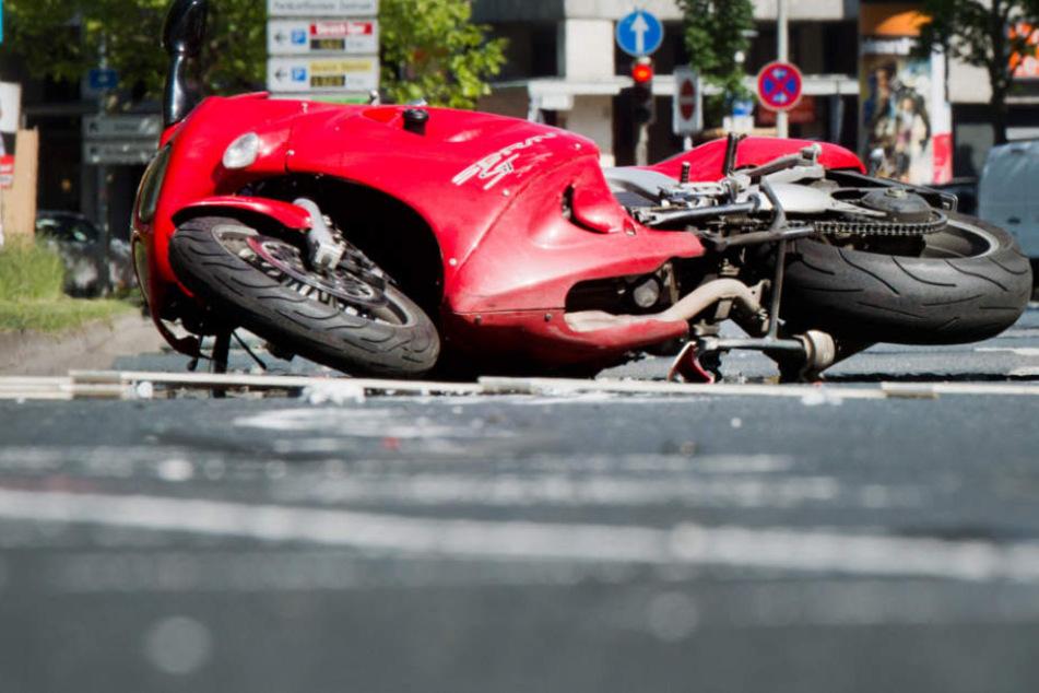Nach der Winterpause überschätzen sich laut Polizei viele Biker. (Symbolbild)