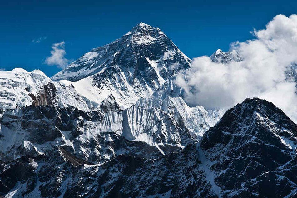 Mit 8848 Metern ist der Mount Everest der höchste Berg der Erde.